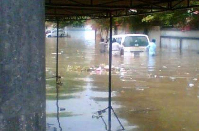 Bilantul inundatiilor din Pakistan depaseste 900 de morti