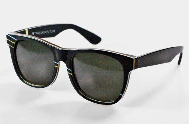 Record Guinness: 1.675 de persoane au purtat ochelari de soare, noaptea