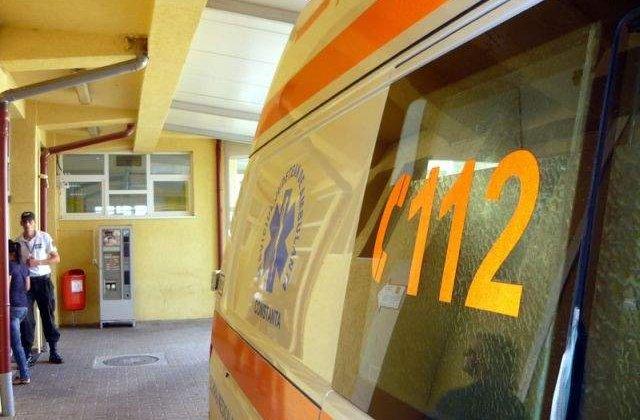 Cinci oameni ai strazii au ajuns in spital dupa ce au fost la un pas sa ia foc