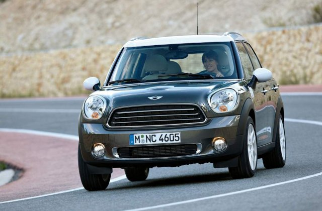 Mini Countryman vine in Romania in septembrie
