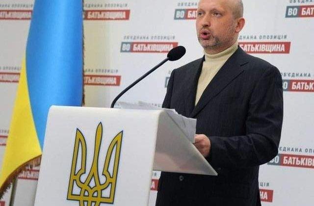 Ucraina: Turcinov ordona reluarea operatiunilor antiteroriste