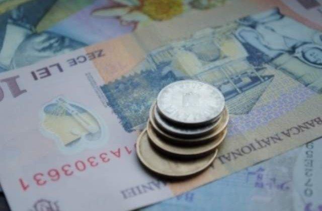 Salariul de baza minim brut a crescut la 900 de lei