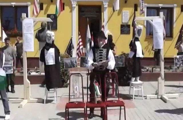 [VIDEO] Ungaria: Manechine reprezentand lideri israelieni, SPANZURATE in semn de protest