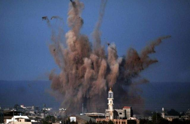 Avioane militare israeliene au DISTRUS doua cladiri in Fasia Gaza