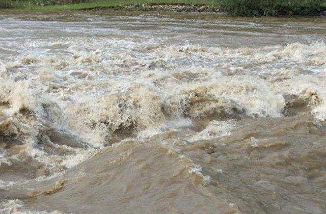 CFR Calatori: Mai multe trenuri nu circula luni, din cauza inundatiilor