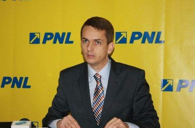 Senatorul Akos Mora s-a autosuspendat din PNL