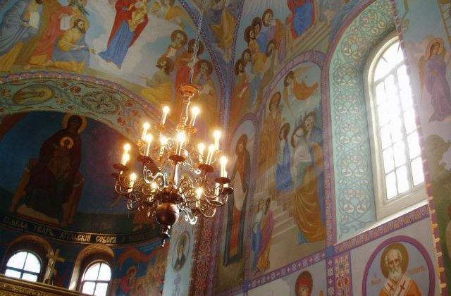 Credinciosii il sarbatoresc duminica pe Sfantul Apostol Andrei, Ocrotitorul Romaniei