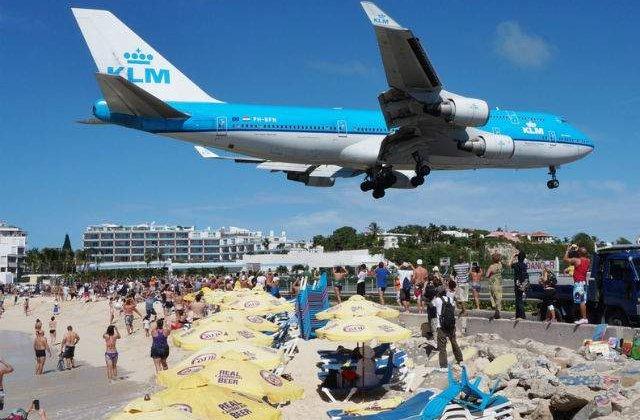 Cum se vede aterizarea pe cel mai periculos aeroport din lume, din cabina pilotilor