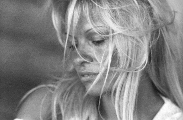 Pamela Anderson DIVORTEAZA pentru a treia oara