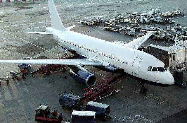"""Aterizare de URGENTA pe aeroportul """"Henri Coanda"""""""