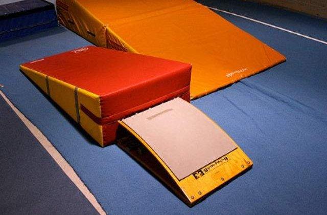 CE gimnastica: Bulimar si Jurca, in finala la individual-compus, Munteanu la sol si barna