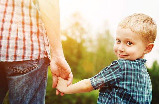 Fii un MODEL pentru el! Opt lucruri pe care NU trebuie sa le faci NICIODATA in fata copilului tau