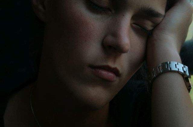 Studiu: Tulburarile de somn, factor de risc major in declasarea crizelor cardiace si AVC