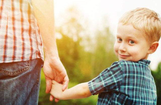 [VIDEO] Pe cine iubesti mai mult, pe mami sau pe tati? Raspunsurile sunt amuzant de oneste