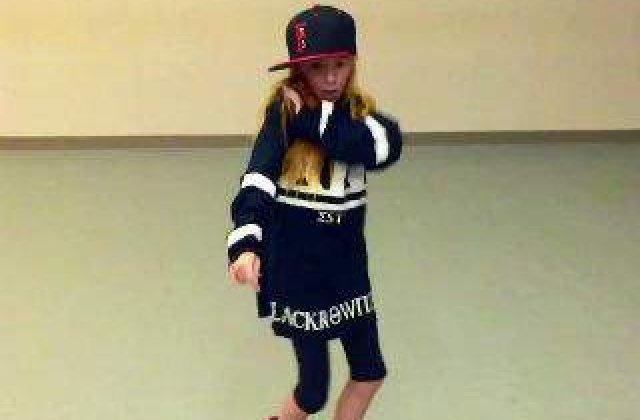 [VIDEO] O fetita de 10 ani a cucerit internetul cu miscarile ei de dans