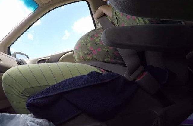 [VIDEO] Incredibil! O femeie a nascut singura in masina, iar sotul a filmat totul