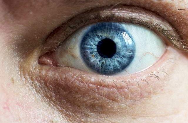 Ce se intampla cand privesti in ochii unei persoane timp de 10 minute