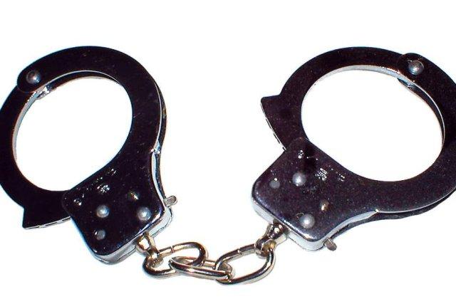 Vaslui: Fetita de 13 ani violata in repetate randuri de tatal sau