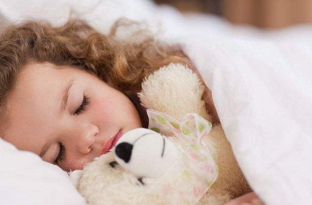 [FOTO] Au creat spray-ul impotriva monstrilor pentru ca o fetita sa poata dormi