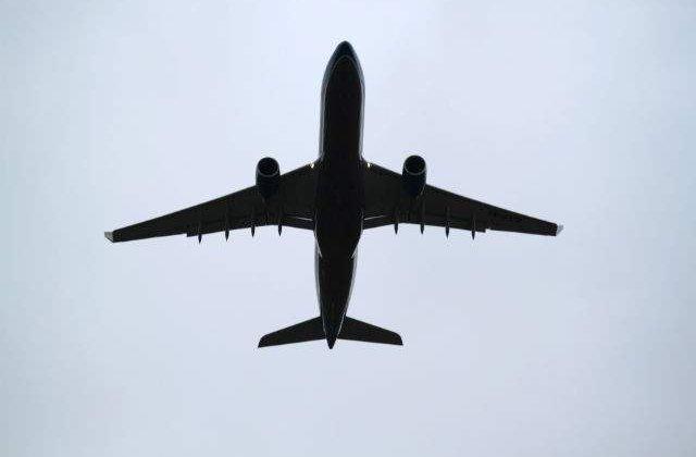 Studiu: Numarul biletelor de avion rezervate pentru vacanta de iarna 2015, dublu fata de 2014