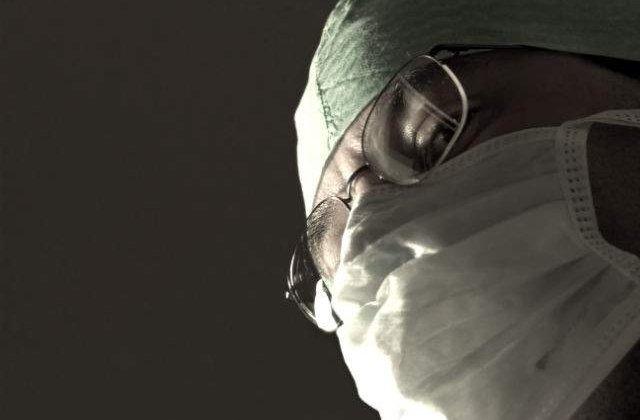 Ficatul si rinichii unui tanar aflat in moarte cerebrala, prelevati de medici la Bacau