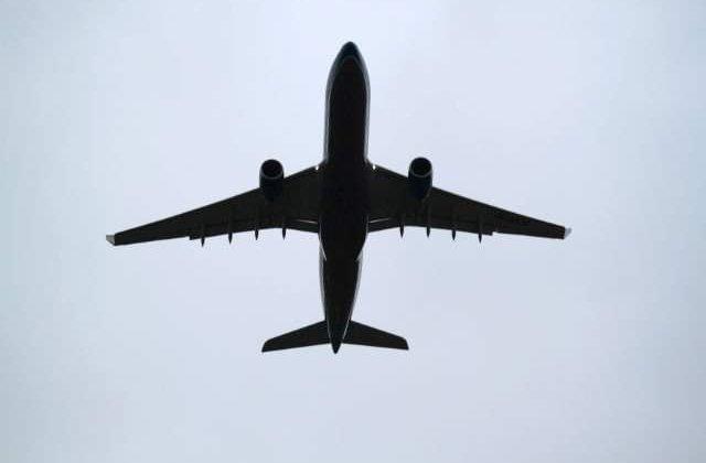 Mures: 15 angajati ai unei companii de transport aerian, cercetati pentru fals si inselaciune