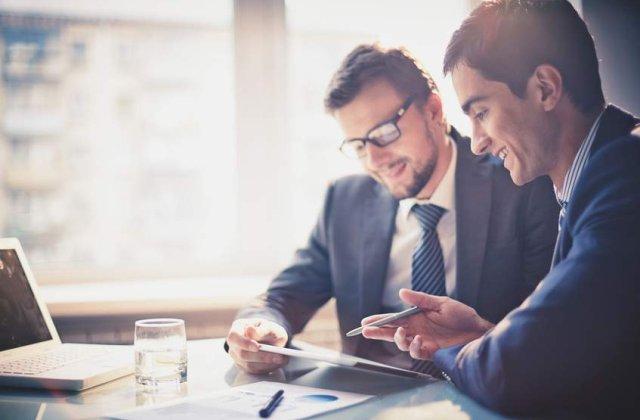 [Video] Oamenii de afaceri isi unesc fortele pentru a oferi mentorat noii generatii de antreprenori