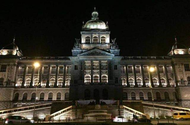 Acoperisul Muzeului National din Praga, distrus partial de un incendiu
