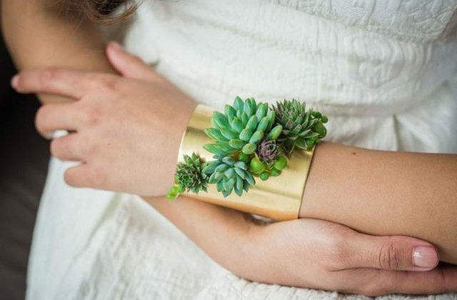 [FOTO] Superb! Bijuteriile care infloresc in timp ce le porti
