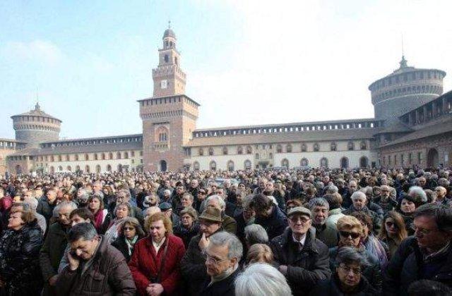 Personalitati culturale, politice si mii de oameni, la funeraliile lui Umberto Eco