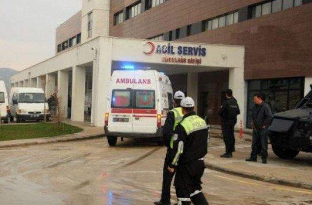 Doi politisti morti si 35 de persoane ranite, intr-un atac cu masina-capcana