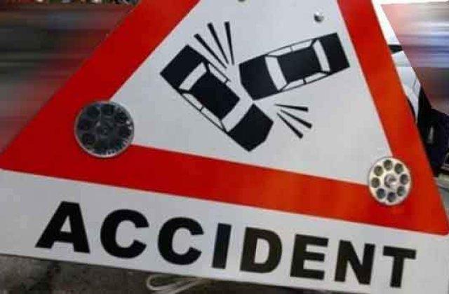 Patru persoane la spital, dupa ce trei masini s-au ciocnit DN 65 B