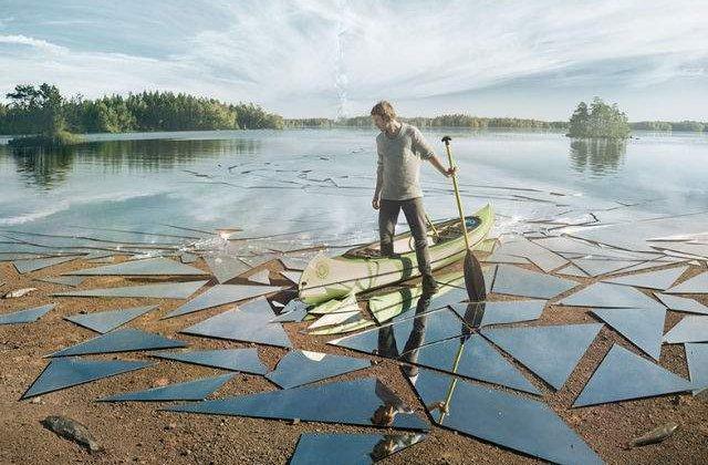 [VIDEO] A folosit 17 metri cubi de oglinda pentru a realiza aceasta fotografie epica