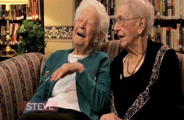 [VIDEO] Aceste bunicute sunt intrebate ce este un selfie. Raspunsul este genial