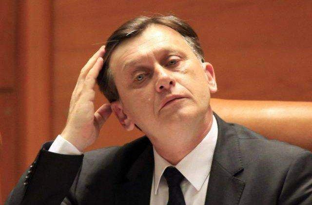 Crin Antonescu: Tariceanu va candida doar daca ii da voie PSD
