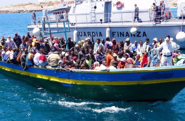 O nava de marfa italiana a salvat 26 de imigranti din largul coastelor Libiei