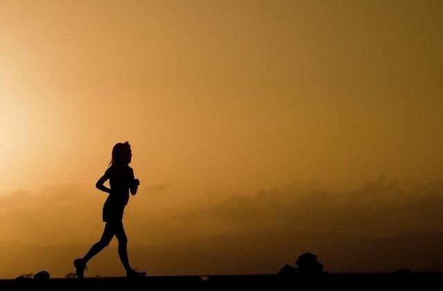 Studiu: Un minut de antrenament poate fi suficient pentru imbunatatirea sanatatii