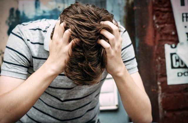 Un barbat cu probleme neuropsihice a incercat sa se sinucida, dupa ce tratamentul i-a fost inlocuit cu studii religioase