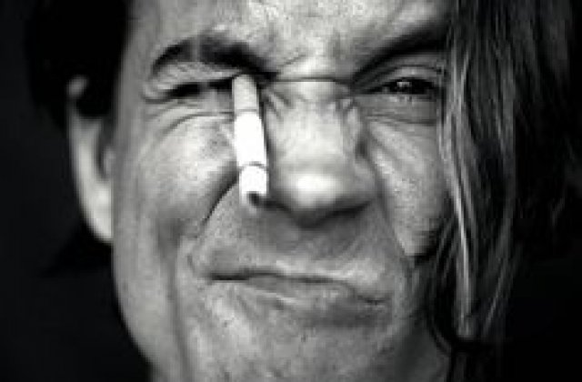 Anthony Kiedis, solistul trupei Red Hot Chili Peppers, a fost transportat de urgenta la spital