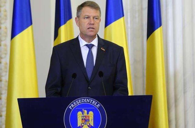 Iohannis i-a decorat post mortem pe cei patru membri ai echipajului elicopterului SMURD prabusit in Republica Moldova