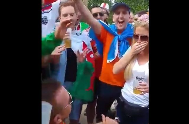 [VIDEO] Euro 2016: Cerere in casatorie langa Turnul Eiffel
