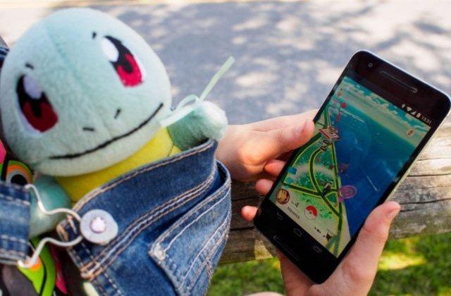 """Doi utilizatori ai jocului """"Pokemon Go"""" au cazut de pe o stanca, in California"""