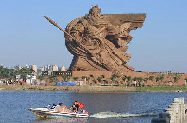 [FOTP] O statuie gigantica, infatisand Zeul Razboiului, a fost dezvelita in China