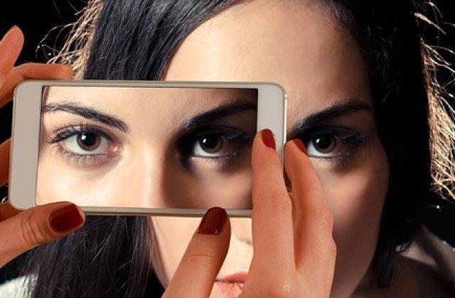 Smartphone-urile au depasit PC-urile, ca sursa principala de comert electronic