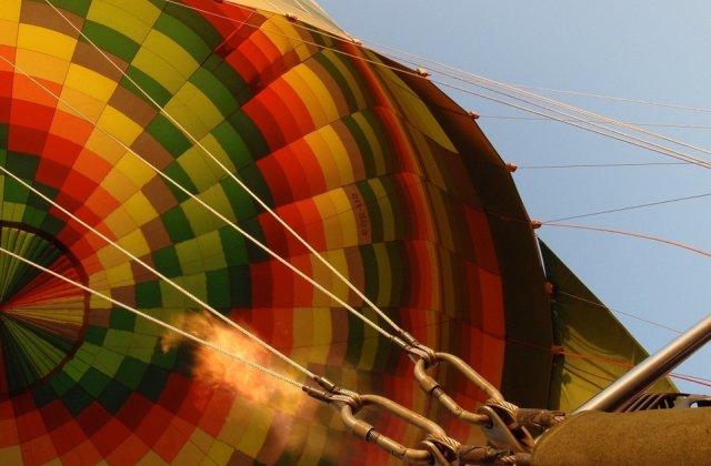 Un balon cu aer s-a prabusit in Texas. Cei 16 pasageri de la bord au murit