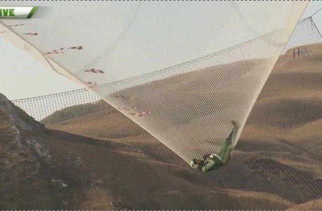 VIDEO. Salt in gol fara parasuta, de la 8.000 de metri