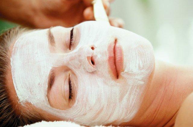 Improspateaza-ti tenul cu cele mai eficiente tratamente faciale de vara
