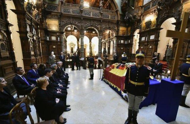 Funeraliile reginei Ana au inceput cu un serviciu religios in rit ortodox, oficiat de catre patriarhul Daniel