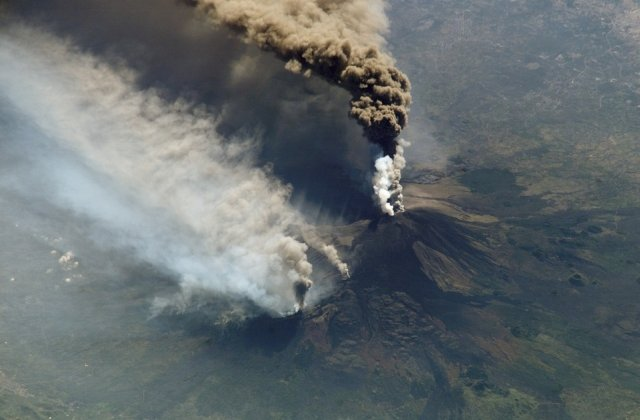 Top 8 cele mai incredibile eruptii vulcanice, in imagini explozive