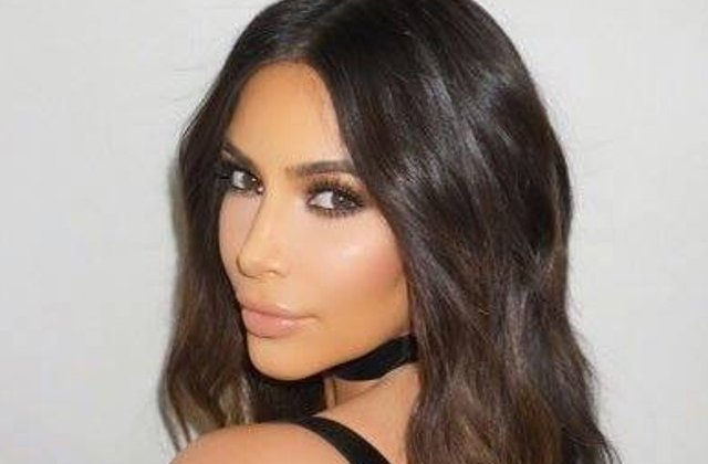 Kim Kardashian, amenintata cu arma de doi barbati, in camera sa de hotel din Paris